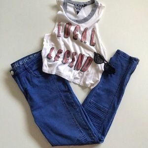 Super cute mid rise moto jeans! 👖😎